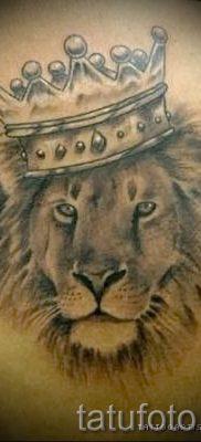 тату лев с короной – фото для статьи про значение татуировки  – tatufoto.ru – 11