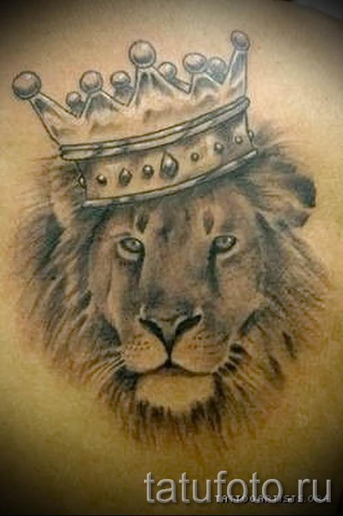 тату лев с короной - фото для статьи про значение татуировки - tatufoto.ru - 11