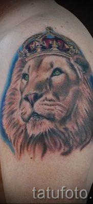 тату лев с короной – фото для статьи про значение татуировки  – tatufoto.ru – 12