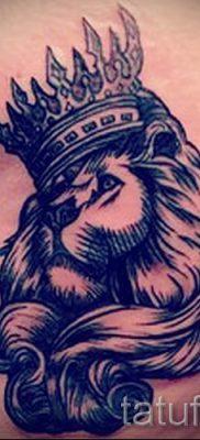 тату лев с короной – фото для статьи про значение татуировки  – tatufoto.ru – 14