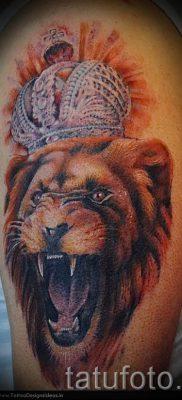 тату лев с короной – фото для статьи про значение татуировки  – tatufoto.ru – 15