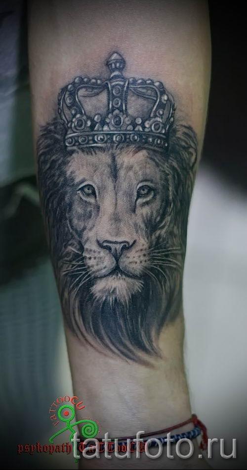 тату лев с короной - фото для статьи про значение татуировки - tatufoto.ru - 19