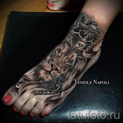 тату лев с короной - фото для статьи про значение татуировки - tatufoto.ru - 23