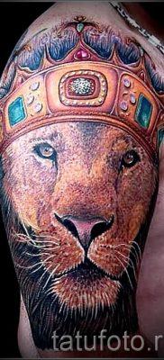 тату лев с короной – фото для статьи про значение татуировки  – tatufoto.ru – 24