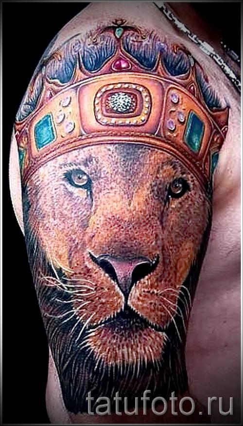 тату лев с короной - фото для статьи про значение татуировки - tatufoto.ru - 24