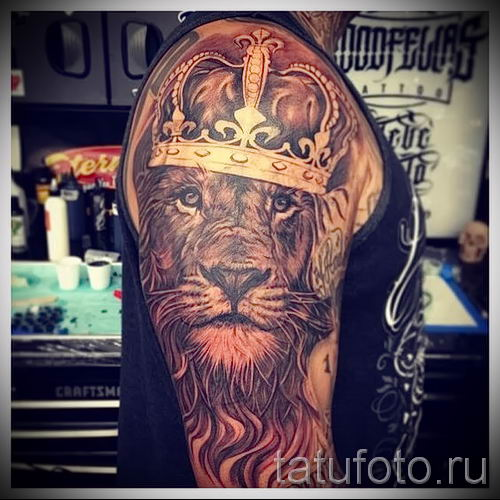 тату лев с короной - фото для статьи про значение татуировки - tatufoto.ru - 26