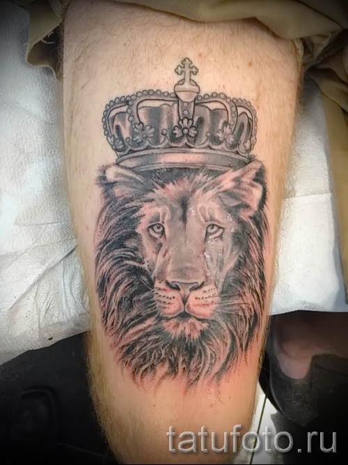 тату лев с короной - фото для статьи про значение татуировки - tatufoto.ru - 29