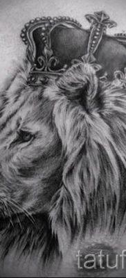 тату лев с короной – фото для статьи про значение татуировки  – tatufoto.ru – 30