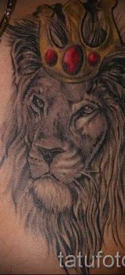 тату лев с короной – фото для статьи про значение татуировки  – tatufoto.ru – 32