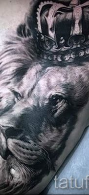 тату лев с короной – фото для статьи про значение татуировки  – tatufoto.ru – 33