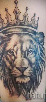 тату лев с короной – фото для статьи про значение татуировки  – tatufoto.ru – 35