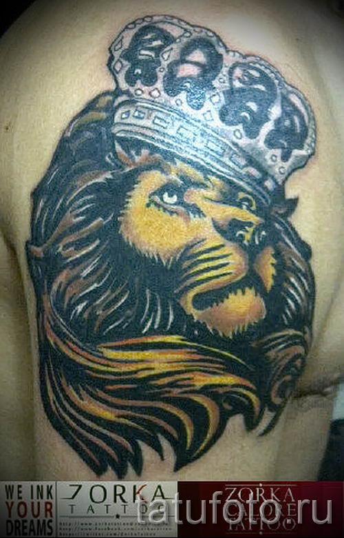 тату лев с короной - фото для статьи про значение татуировки - tatufoto.ru - 36