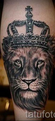 тату лев с короной – фото для статьи про значение татуировки  – tatufoto.ru – 37