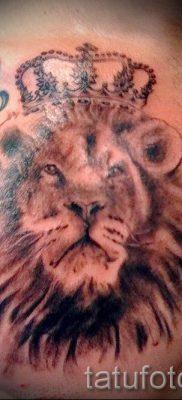 тату лев с короной – фото для статьи про значение татуировки  – tatufoto.ru – 38