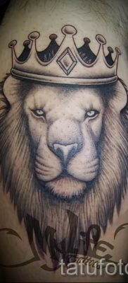 тату лев с короной – фото для статьи про значение татуировки  – tatufoto.ru – 40