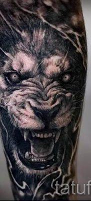 тату лев с короной – фото для статьи про значение татуировки  – tatufoto.ru – 43