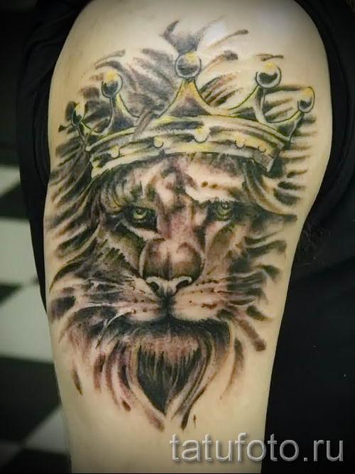 тату лев с короной - фото для статьи про значение татуировки - tatufoto.ru - 44