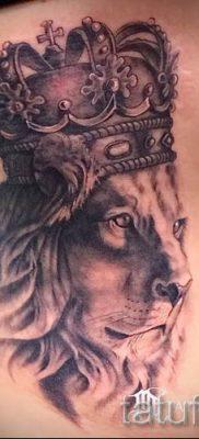 тату лев с короной – фото для статьи про значение татуировки  – tatufoto.ru – 46