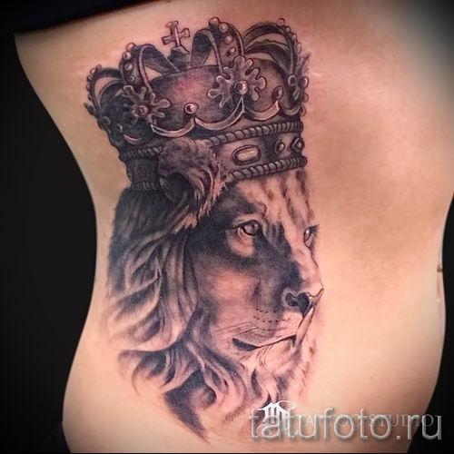 тату лев с короной - фото для статьи про значение татуировки - tatufoto.ru - 46