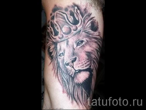 тату лев с короной - фото для статьи про значение татуировки - tatufoto.ru - 47
