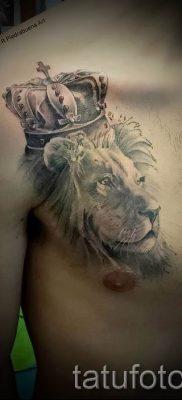 тату лев с короной – фото для статьи про значение татуировки  – tatufoto.ru – 48