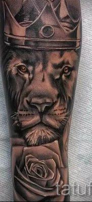 тату лев с короной – фото для статьи про значение татуировки  – tatufoto.ru – 50