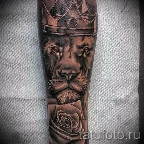 тату лев с короной - фото для статьи про значение татуировки - tatufoto.ru - 50