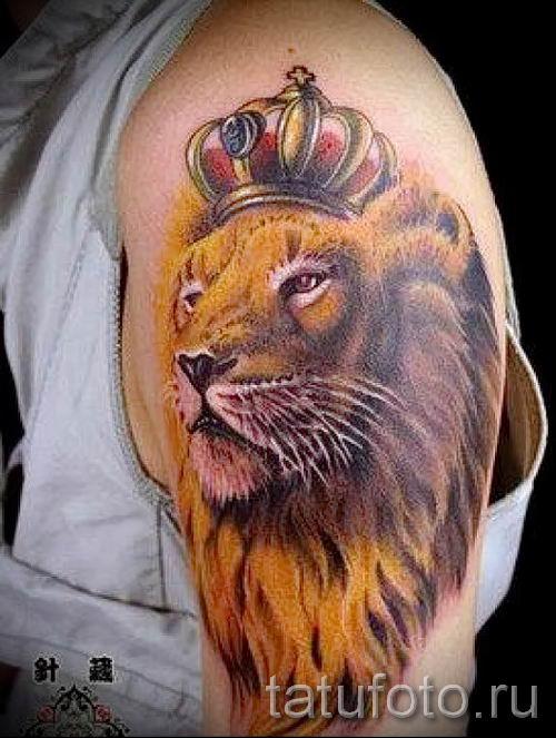 тату лев с короной - фото для статьи про значение татуировки - tatufoto.ru - 52
