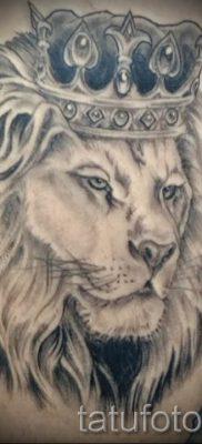 тату лев с короной – фото для статьи про значение татуировки  – tatufoto.ru – 53