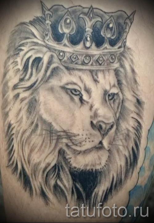 тату лев с короной - фото для статьи про значение татуировки - tatufoto.ru - 53