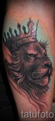 тату лев с короной – фото для статьи про значение татуировки  – tatufoto.ru – 56