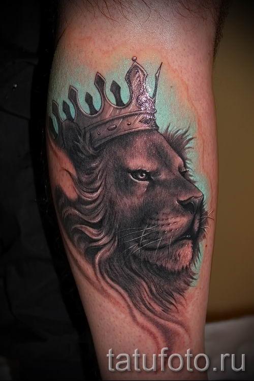 тату лев с короной - фото для статьи про значение татуировки - tatufoto.ru - 56