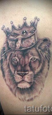 тату лев с короной – фото для статьи про значение татуировки  – tatufoto.ru – 61