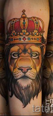 тату лев с короной – фото для статьи про значение татуировки  – tatufoto.ru – 64