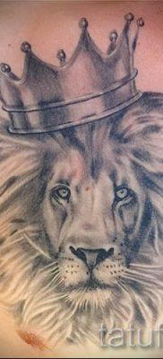 тату лев с короной – фото для статьи про значение татуировки  – tatufoto.ru – 65