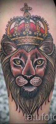 тату лев с короной – фото для статьи про значение татуировки  – tatufoto.ru – 66
