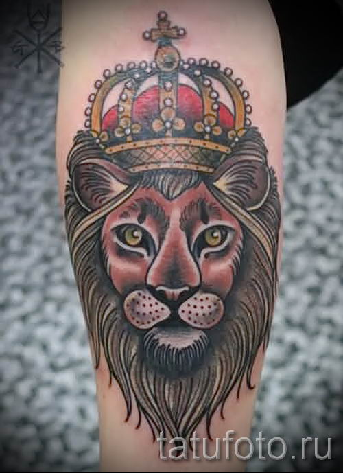 тату лев с короной - фото для статьи про значение татуировки - tatufoto.ru - 66