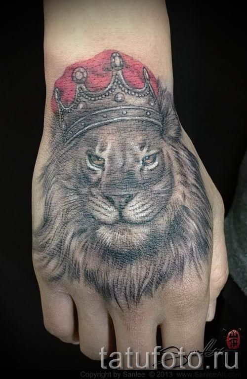 тату лев с короной - фото для статьи про значение татуировки - tatufoto.ru - 70