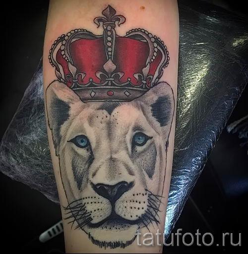 тату лев с короной - фото для статьи про значение татуировки - tatufoto.ru - 71