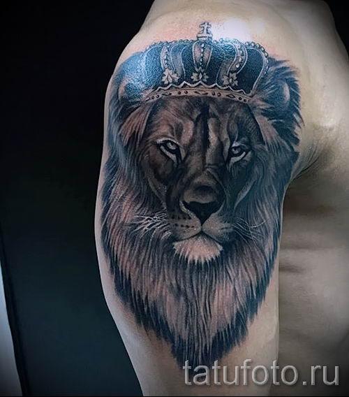 тату лев с короной - фото для статьи про значение татуировки - tatufoto.ru - 72