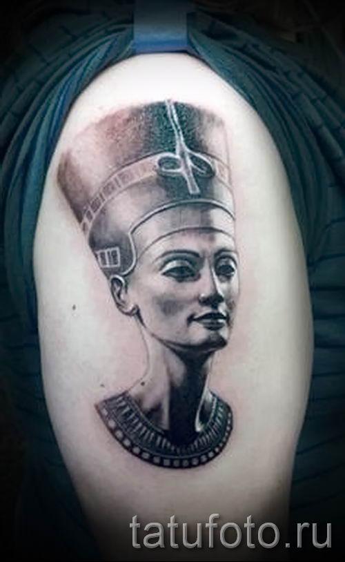 фото классной готовой тату Нефертити для статьи про значение 5