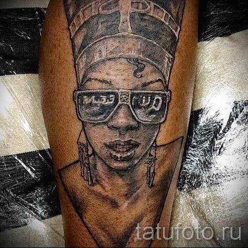 фото классной готовой тату Нефертити для статьи про значение 10