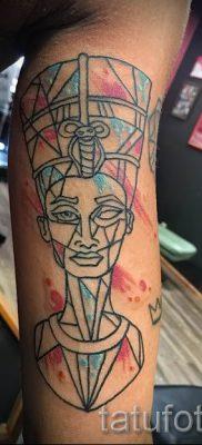 фото классной готовой тату Нефертити для статьи про значение 42