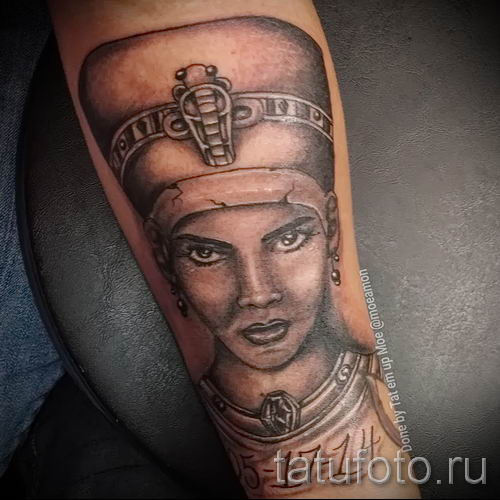 фото классной готовой тату Нефертити для статьи про значение 43
