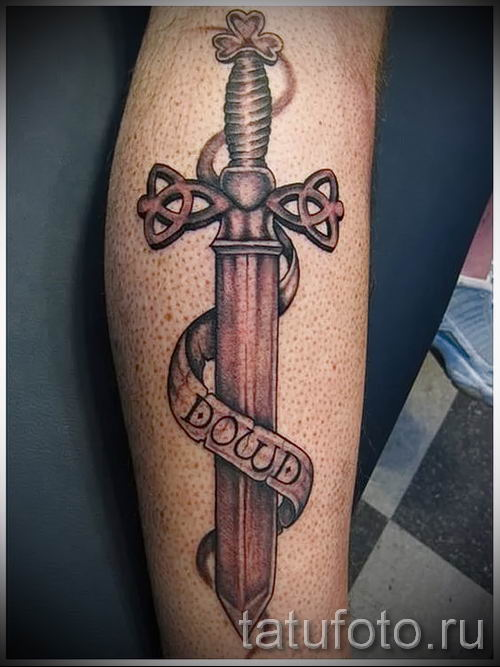 фото пример тату меч - картинка для статьи про значение татуировки 1