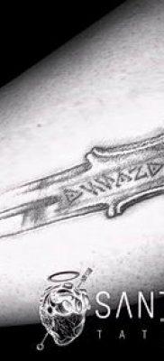 фото пример тату меч – картинка для статьи про значение татуировки 8