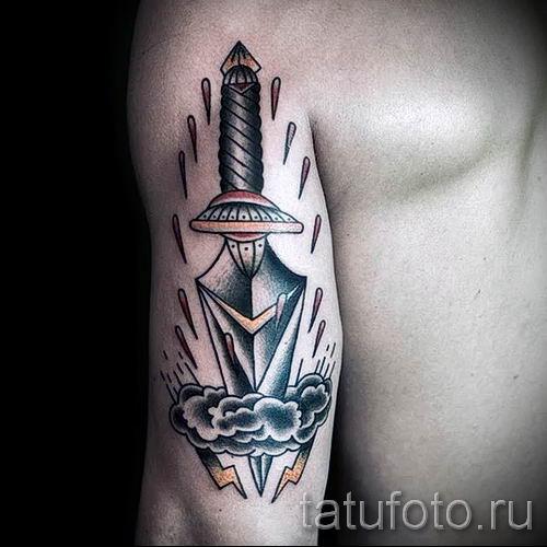 фото пример тату меч - картинка для статьи про значение татуировки 12