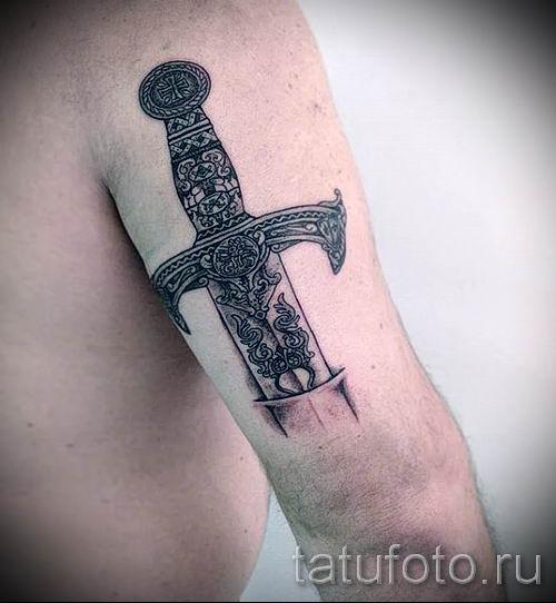 фото пример тату меч - картинка для статьи про значение татуировки 18
