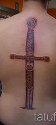 фото пример тату меч – картинка для статьи про значение татуировки 22