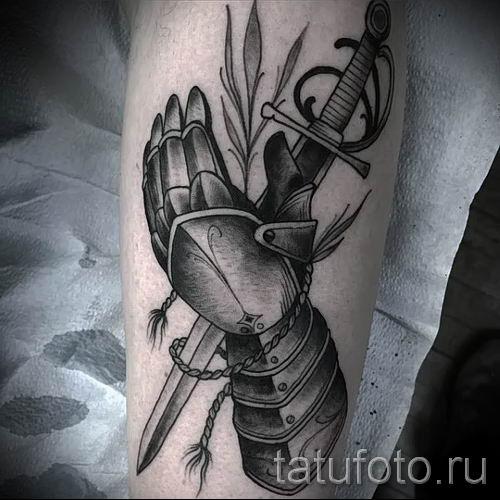 фото пример тату меч - картинка для статьи про значение татуировки 27